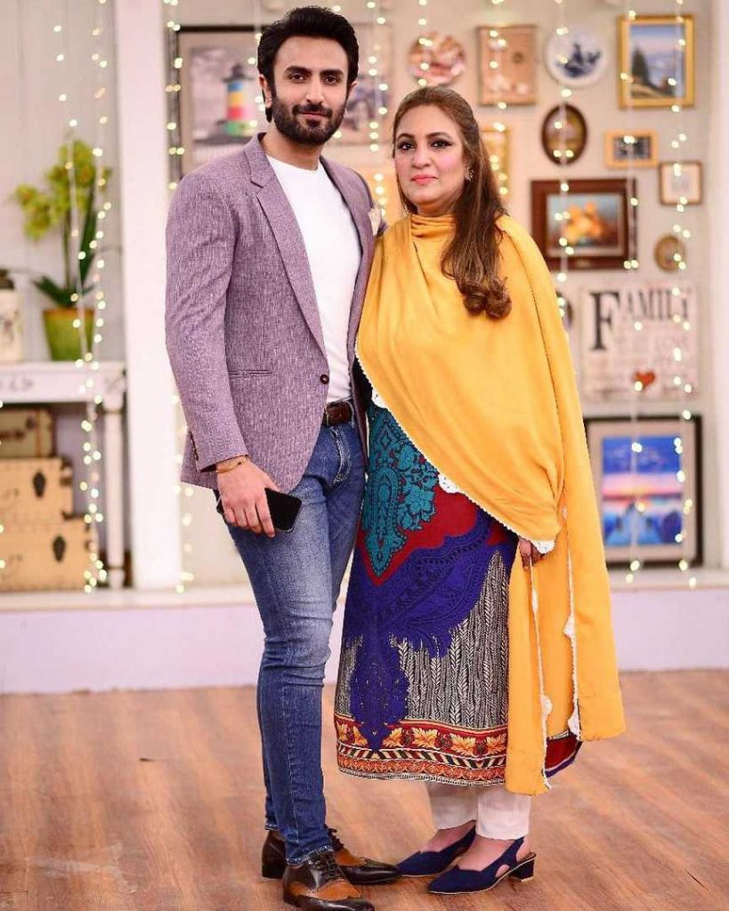 hammad-shoaib-with-his-mother