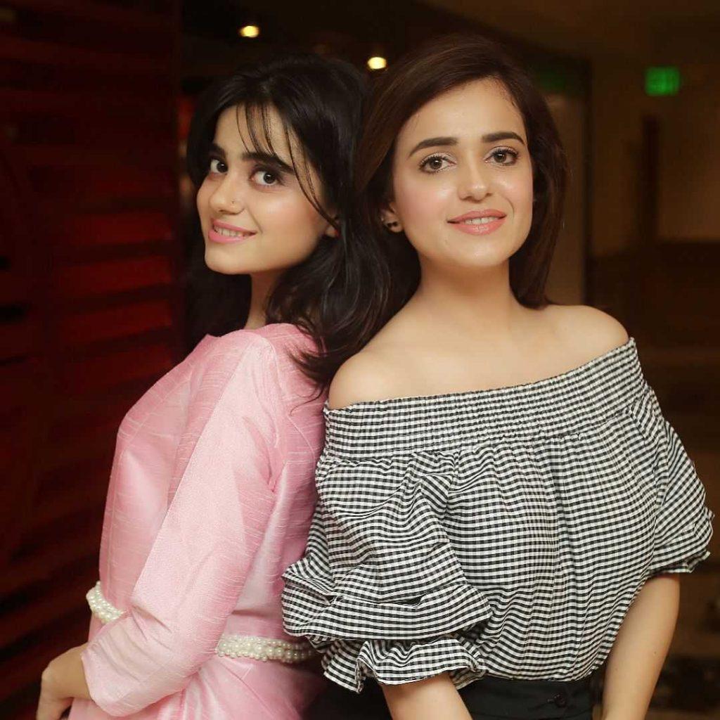 kompal-iqbal-with-her-sister-sumbul-iqbal-khan