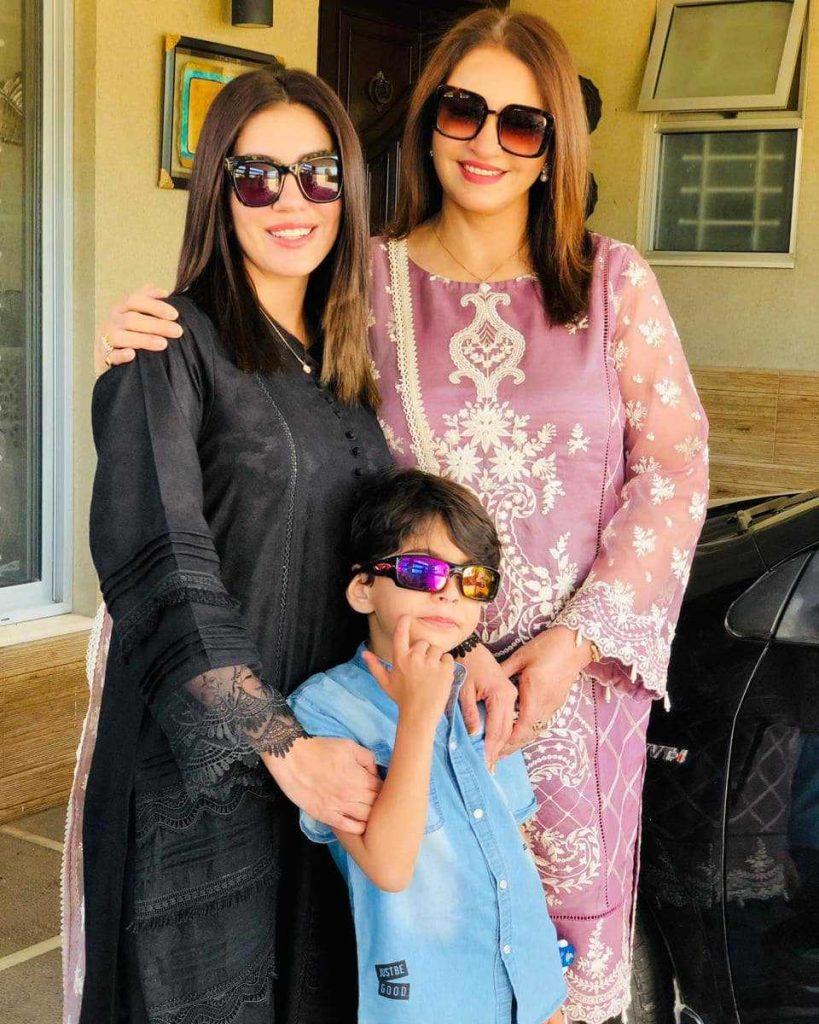 saba-faisal-with-her-daughter