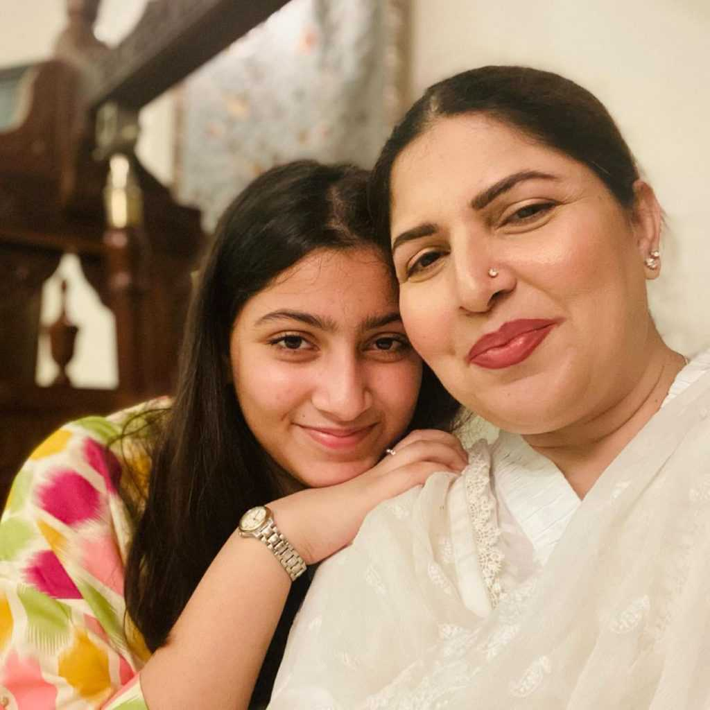 shagufta ejaz with daughter beautiful pictures (11)