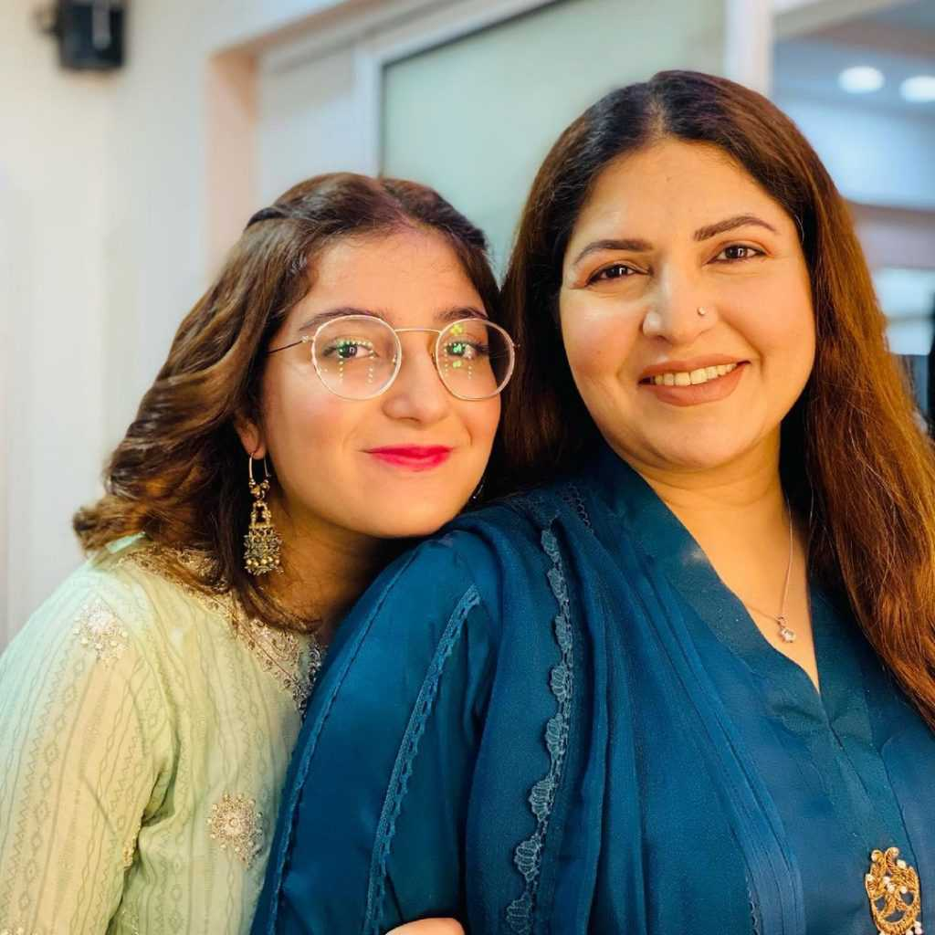 shagufta ejaz with daughter beautiful pictures (12)