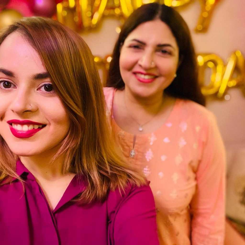 shagufta ejaz with daughter beautiful pictures (15)