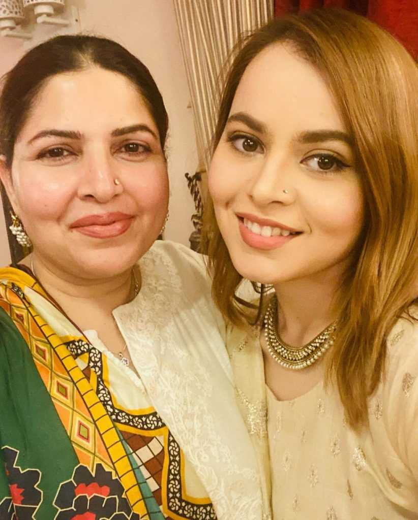 shagufta ejaz with daughter beautiful pictures (5)