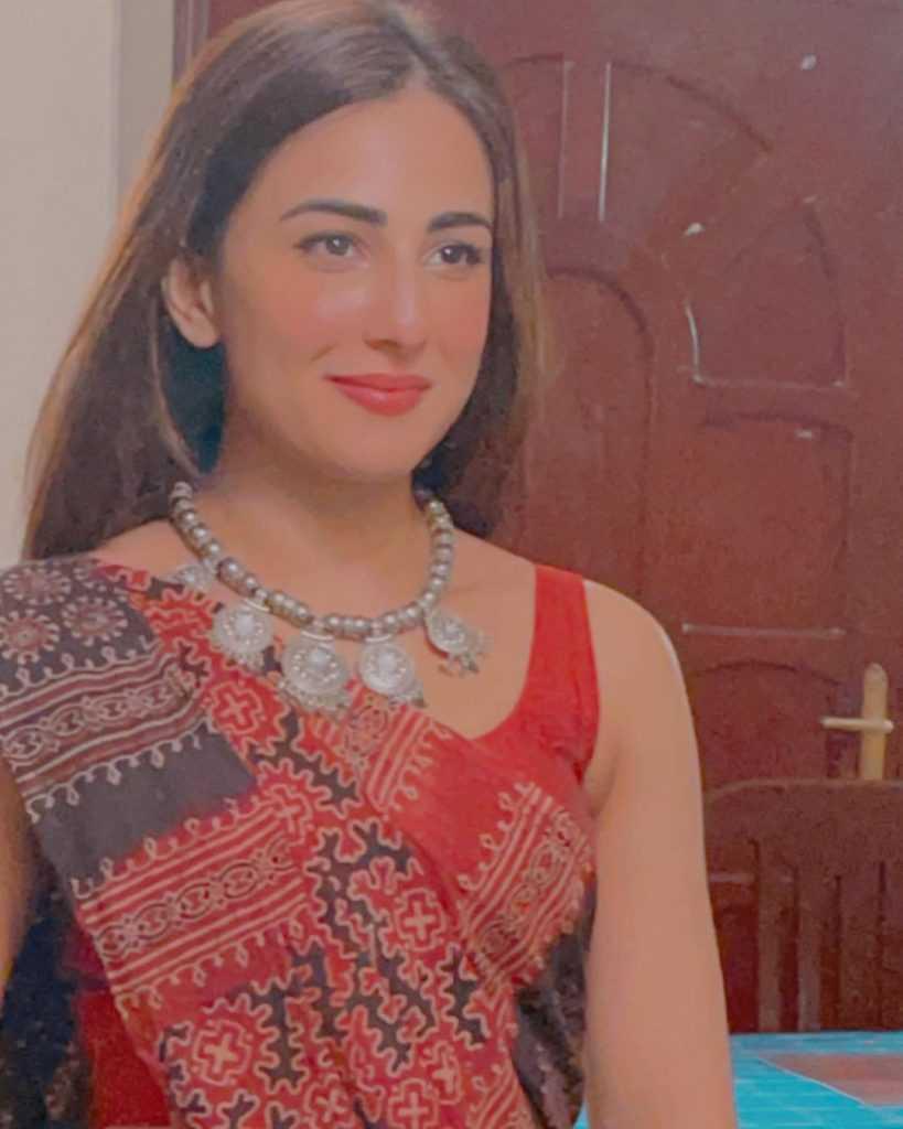 ushna-shah-hot-look (1)