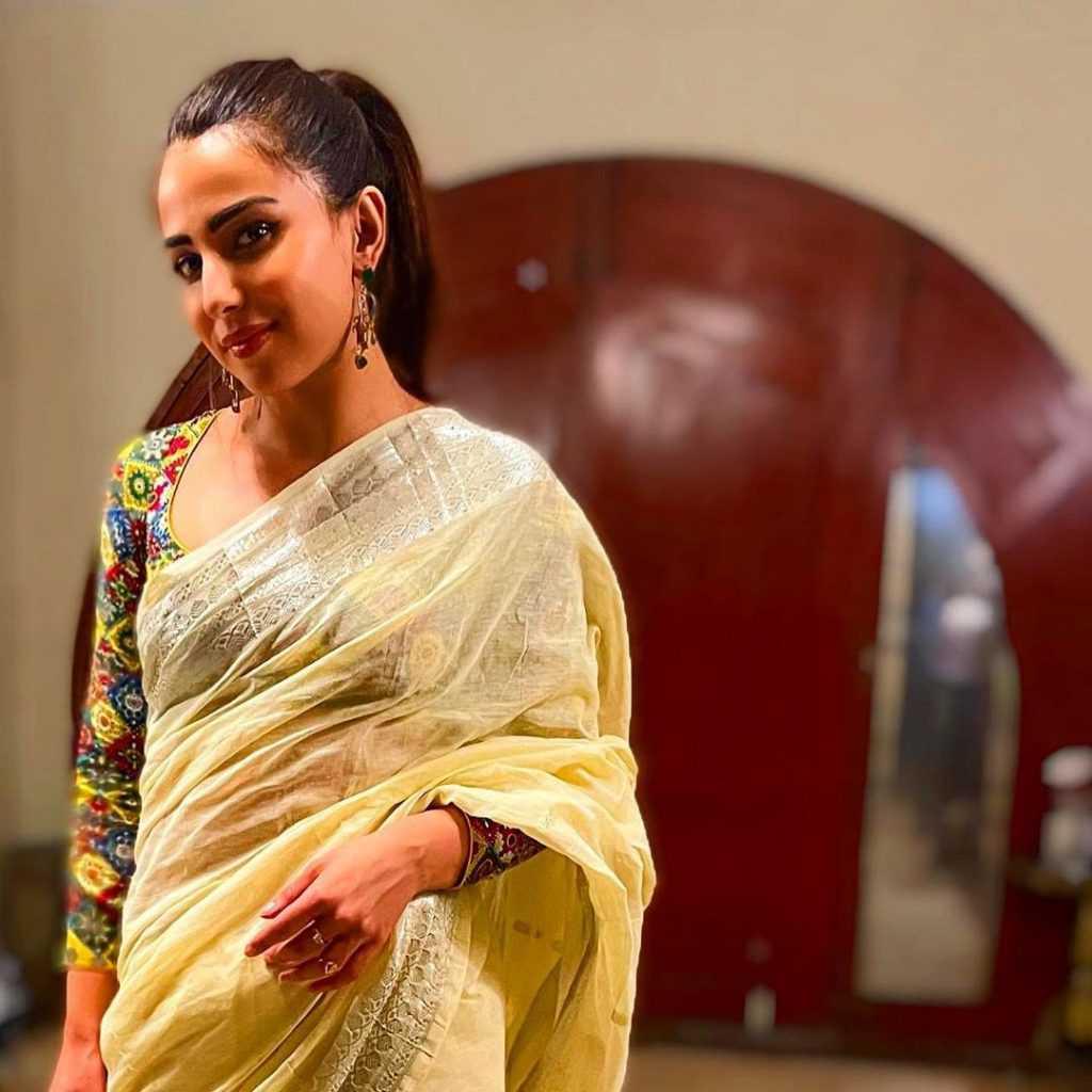 ushna-shah-hot-look (9)