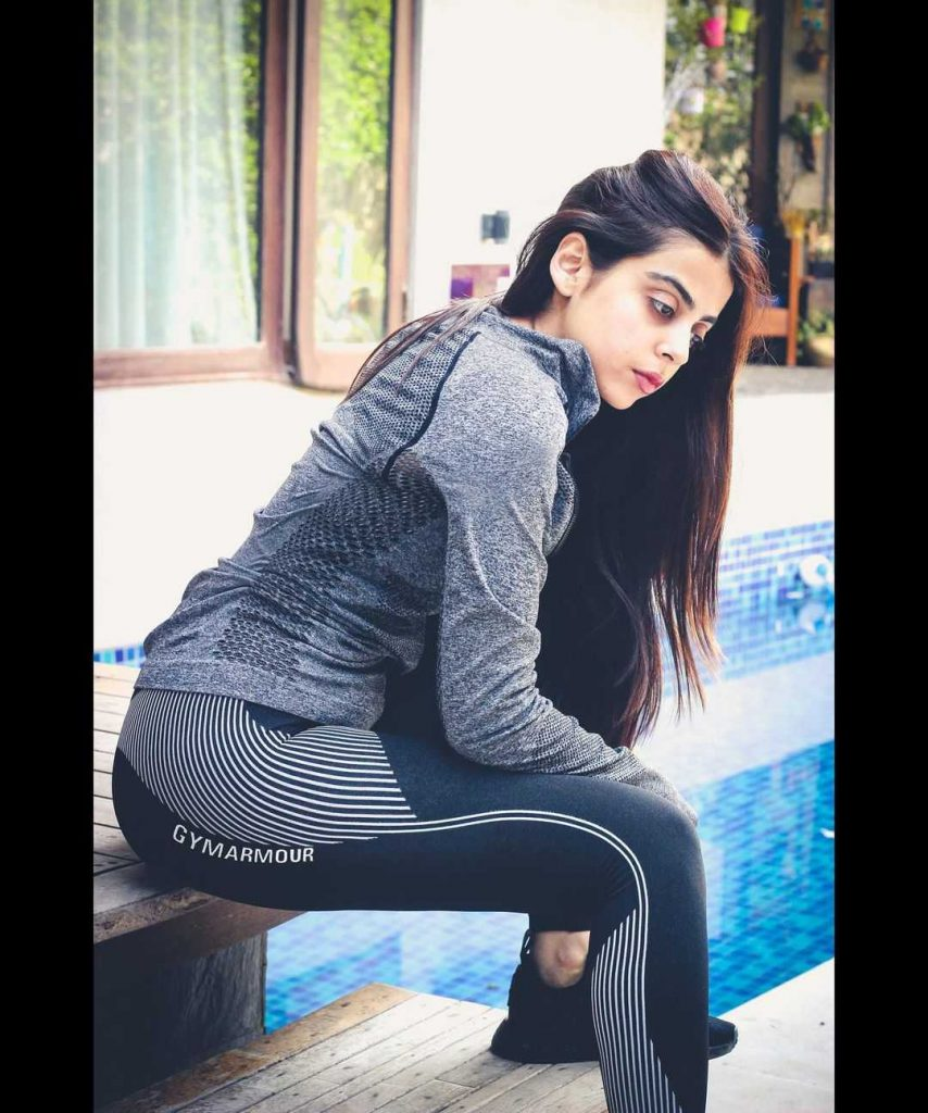 yashma-gill-looks-hot-in-her-new-pics (1)