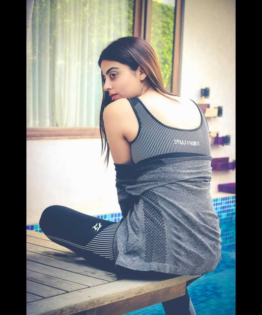 yashma-gill-looks-hot-in-her-new-pics (3)