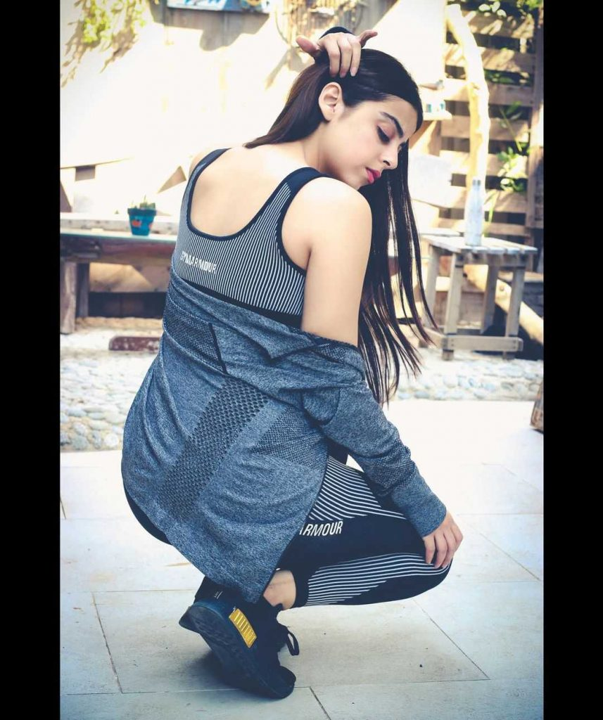 yashma-gill-looks-hot-in-her-new-pics (4)