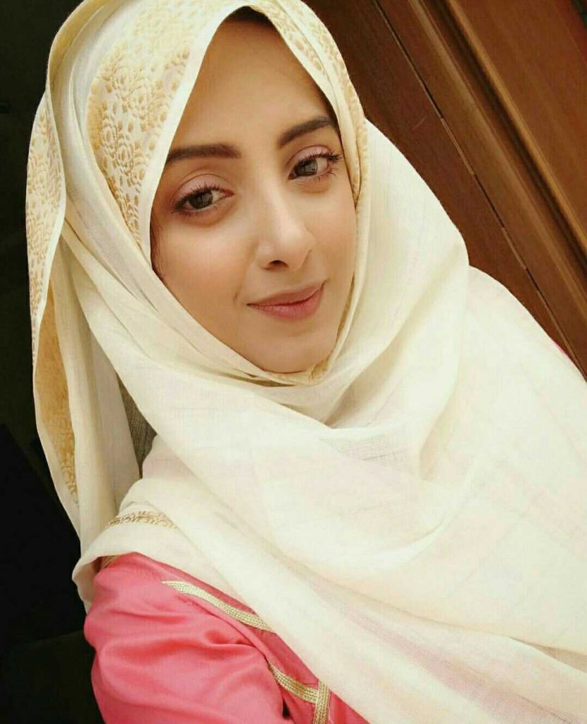 sanam-chaudhry-quit-acting-forever-for-islam