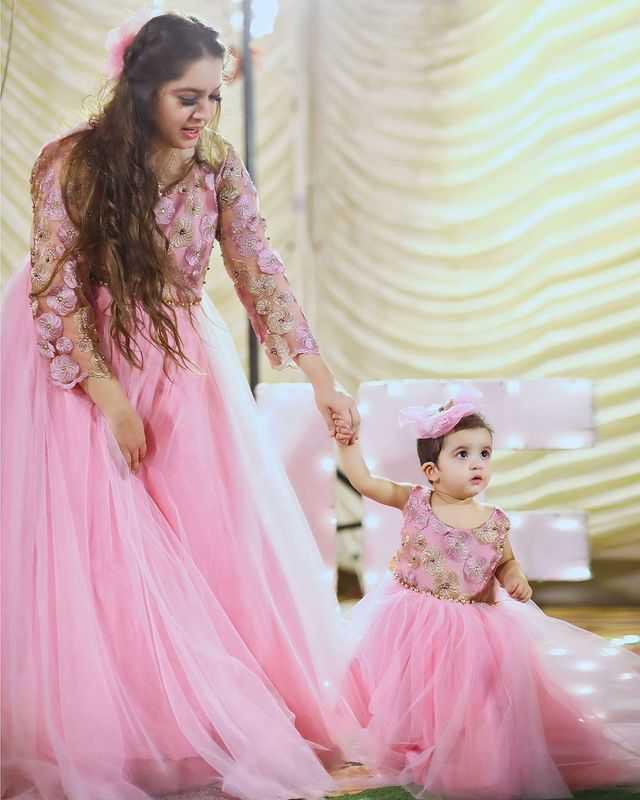 sarah-razi-khan-daughter