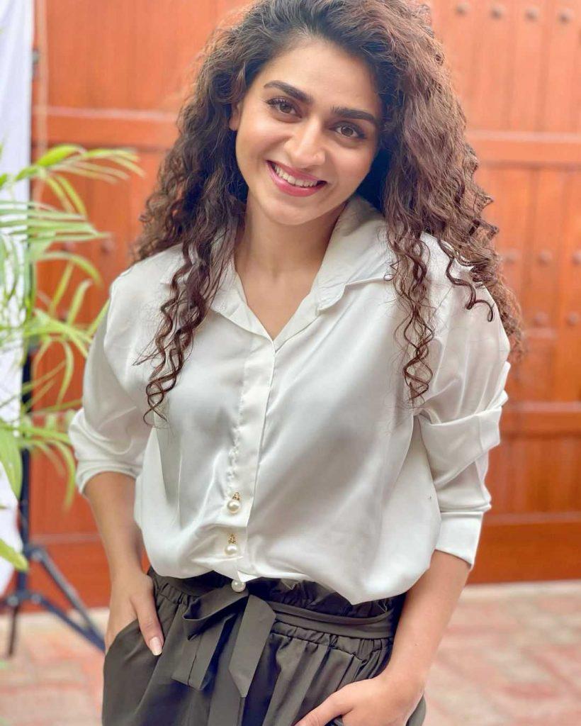 Hajra Yamin as Neha
