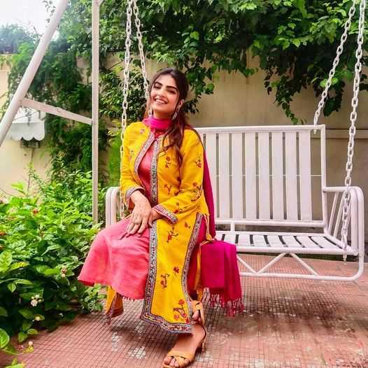 Sarah Aijaz Khan as Aiza