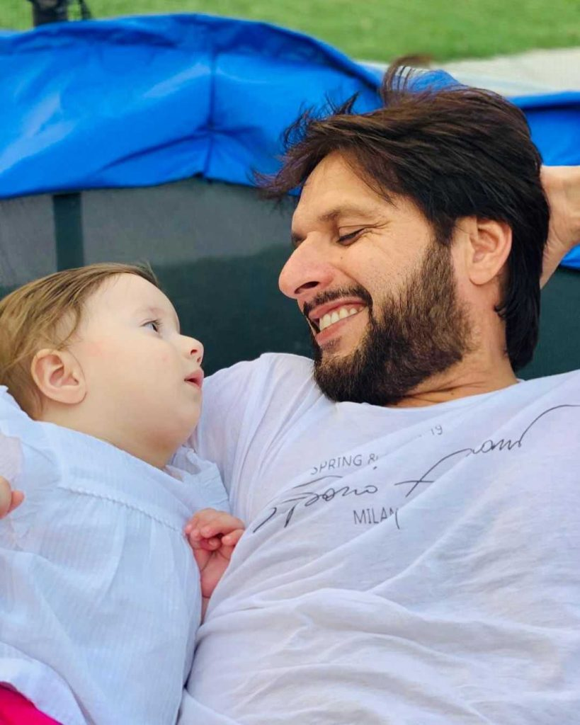 Shahid Afridi with his Daughter