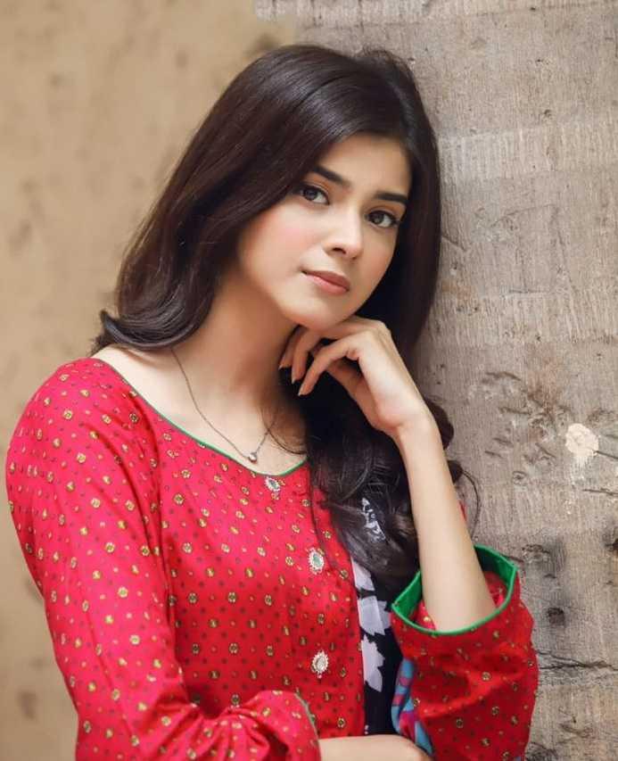 Zainab Shabbir as Ramsha in mere apne drama cast
