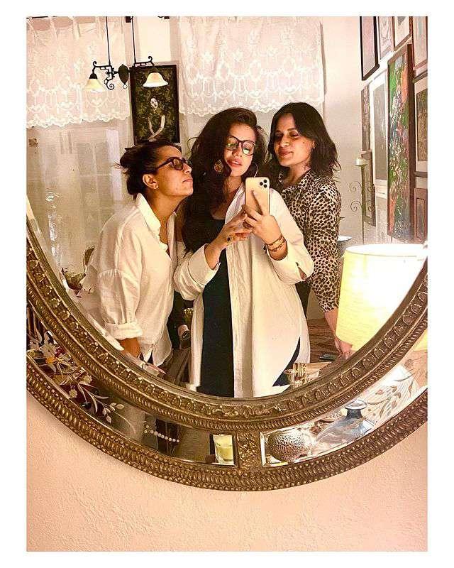 Zara Noor Abbas Pregnant Pics (4)