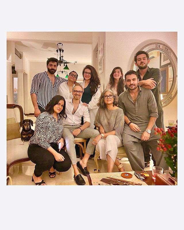 Zara Noor Abbas Pregnant Pics (5)