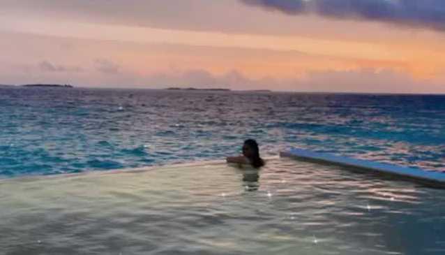 ahsan-mohsin-ikran-and-minal-khan-honeymoon-trip (2)
