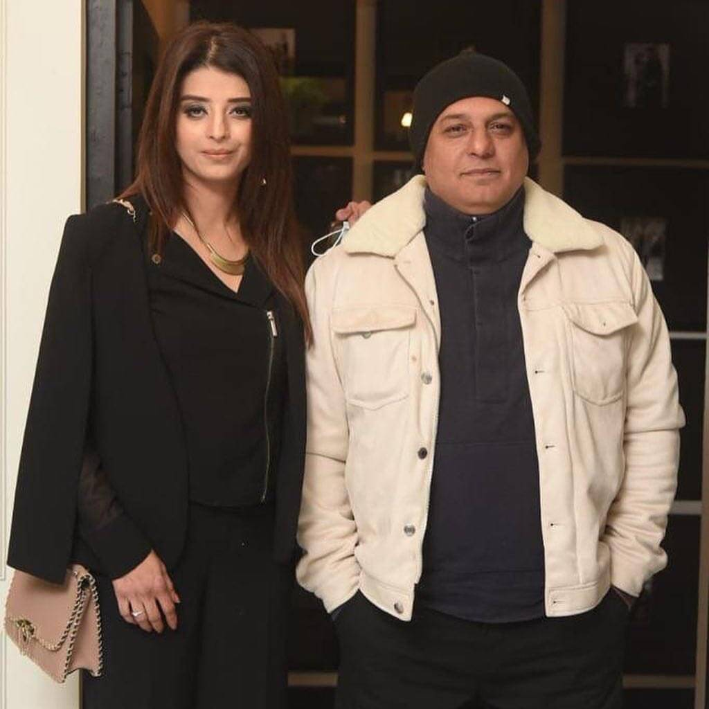 ali-azmt-with-wife