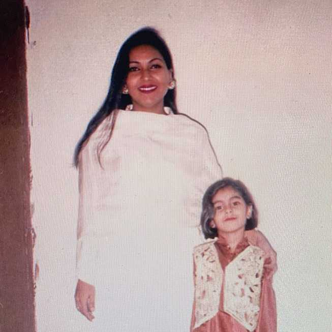 amar-khan-mother
