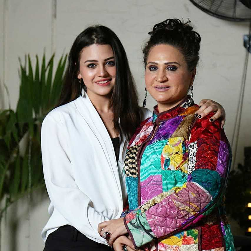 asma abbas with her daughter