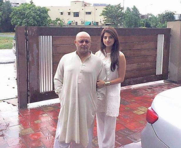 fariha-khan-with-her-husbnd-ali-azmat