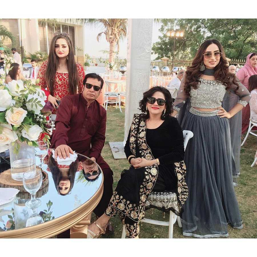 inaya-khan-family-photo