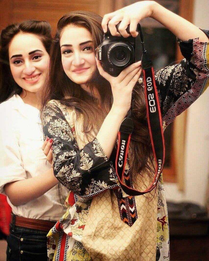 inaya-khan-with-her-sister