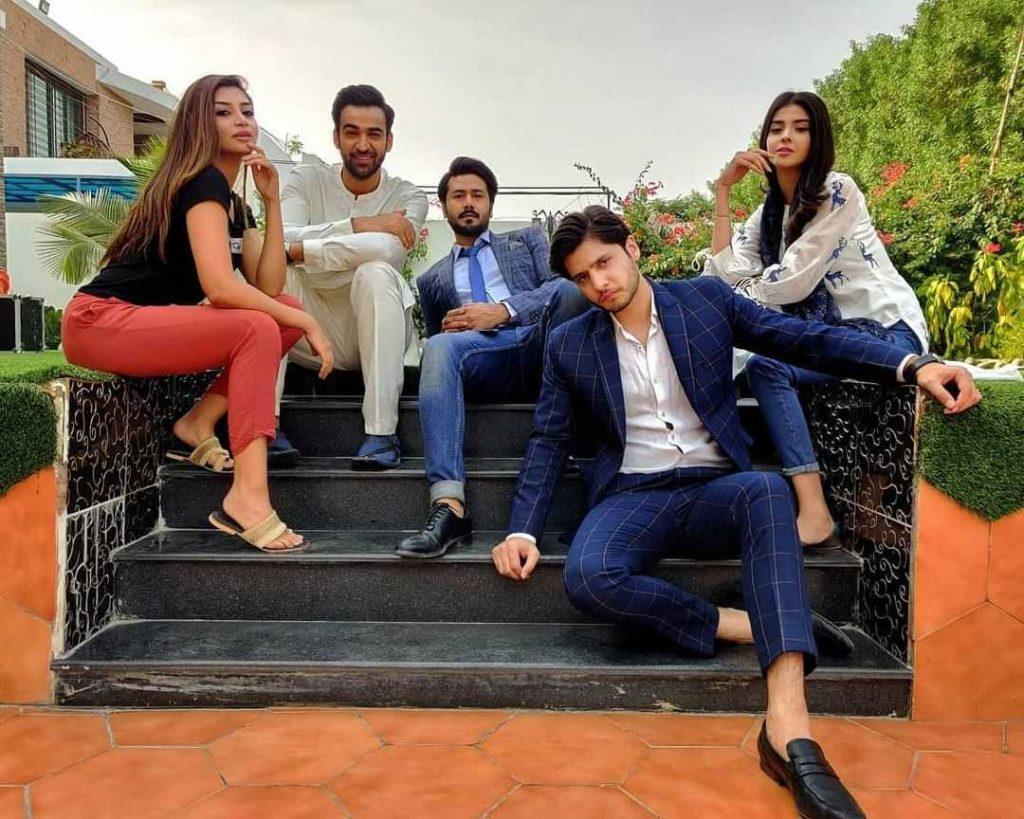 mere apne drama cast