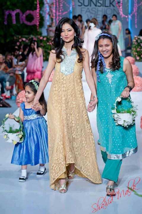 natasha-hussian-with-daughters