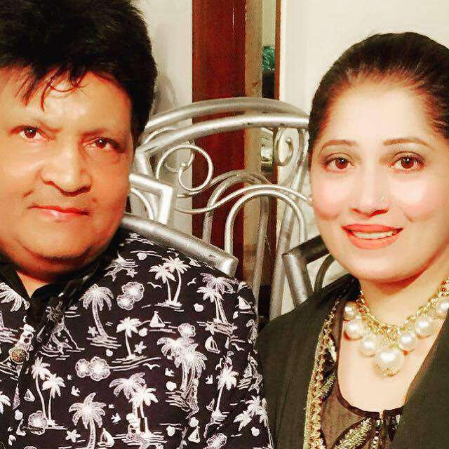 umer-shareef-with-his-3rd-wife (2)
