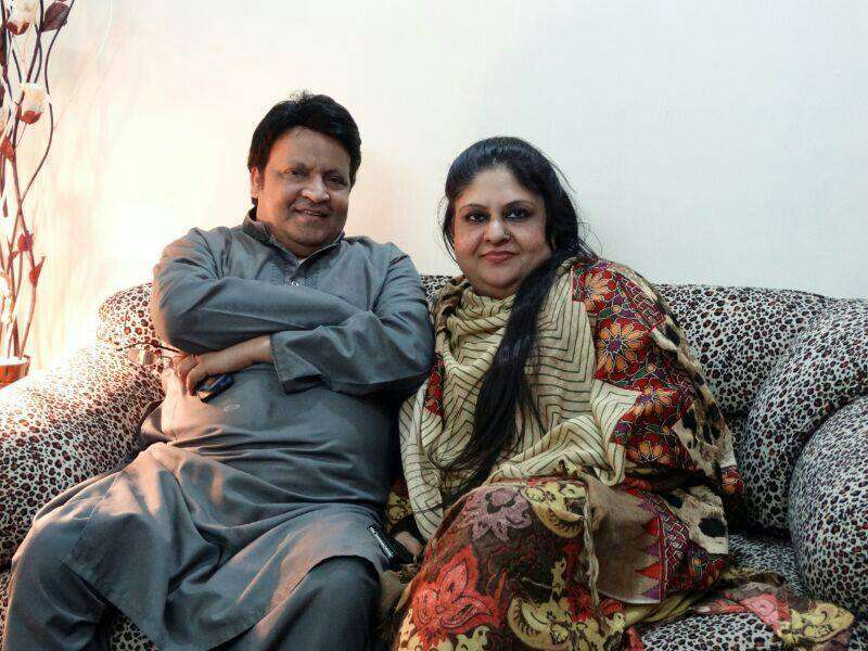 umer-shareef-with-his-first-wife (12)