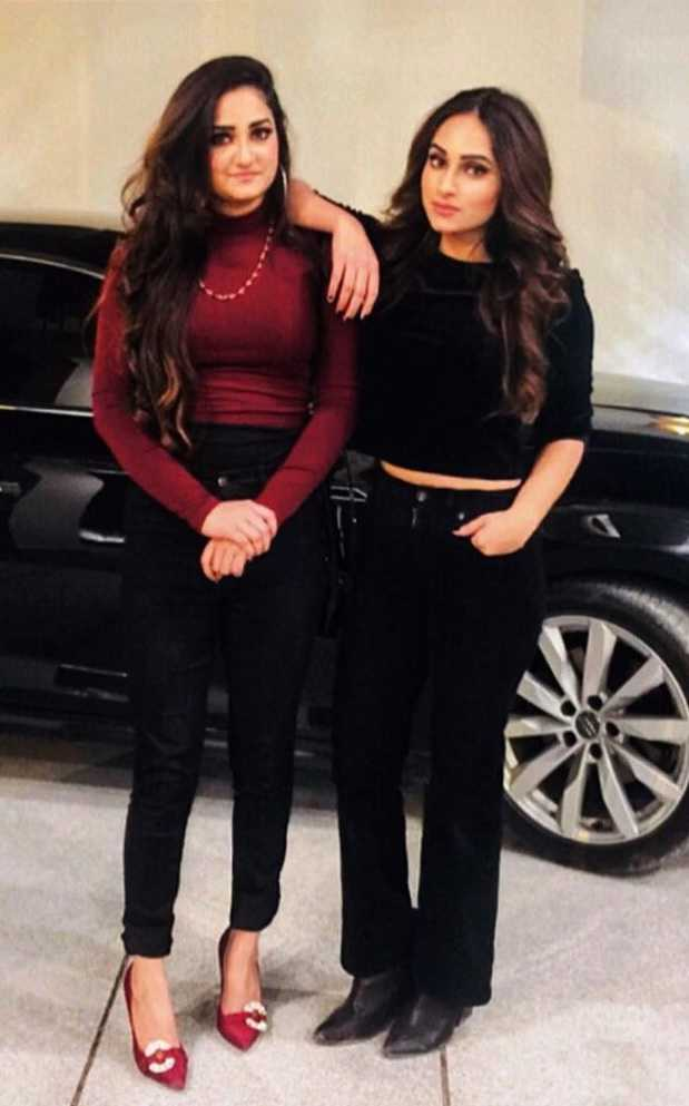 unseen-pictures-of-inaya-khan-with-her-sister