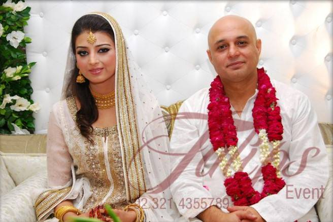 wedding-picture-of-ali-azmat-with-his-wife