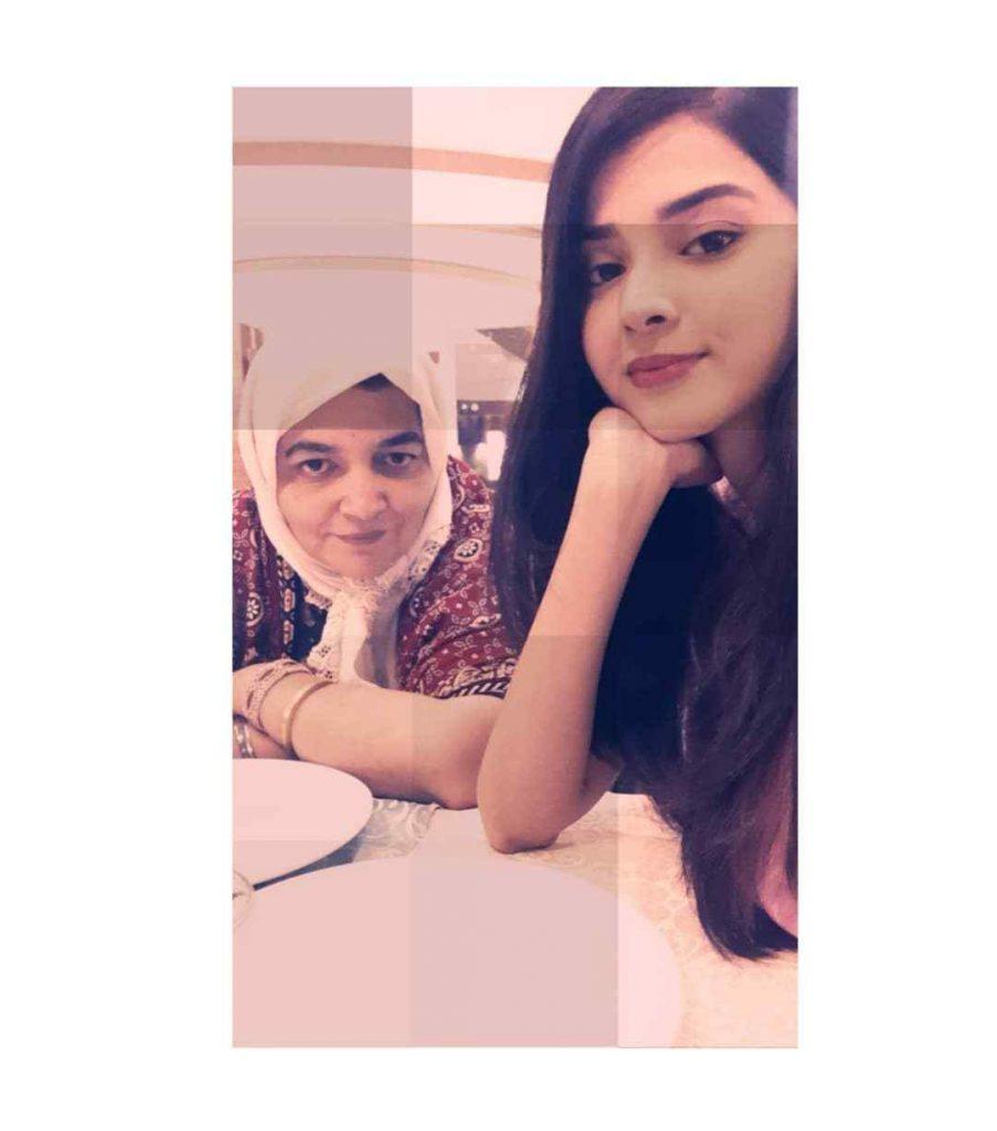zainab-shabbir-with-her-mother