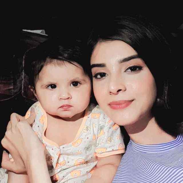 zainab-shabbir-with-her-niece