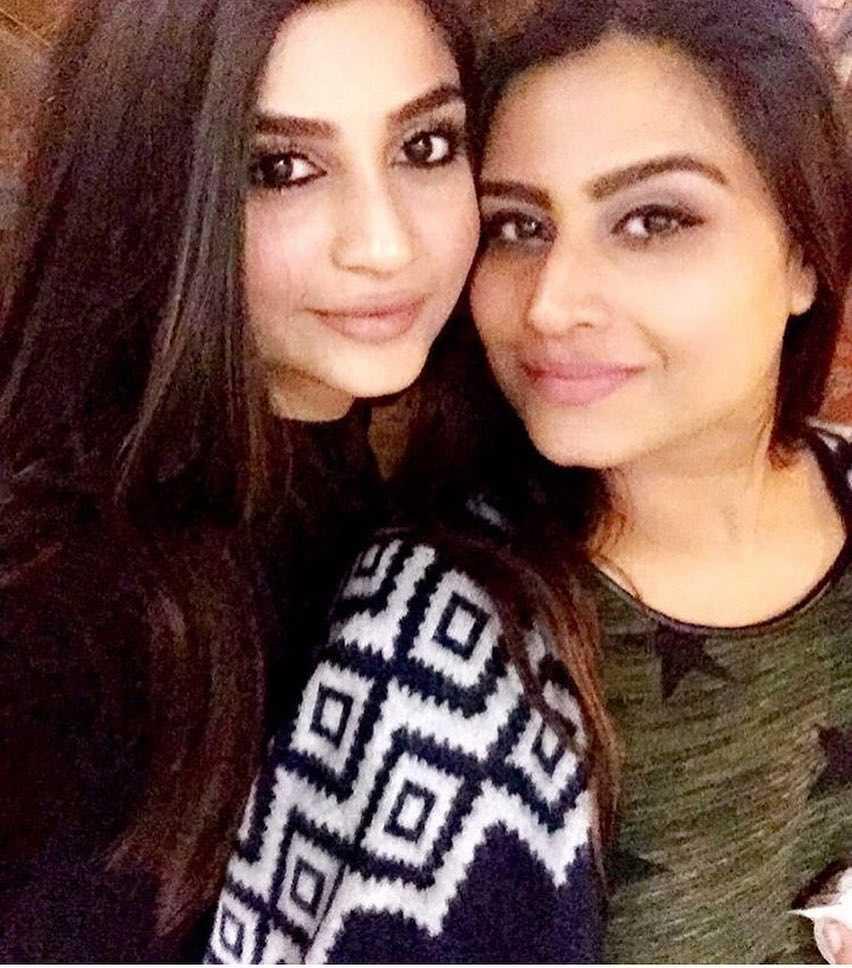 zoya-nasir-with-her-sister-sasha