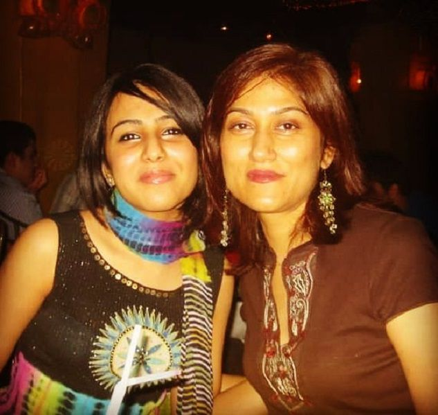 with her sister Ushna Shah